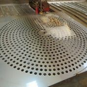 Perforate steel plate with water cutting mahine
